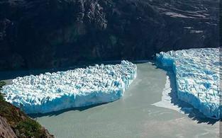 Enorme desprendimiento de una parte del Glacial Grey en la Patagonia chilena (video)