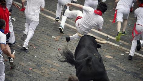 Las famosas encerronas de Pamplona, o Festival de San Fermín, dejan el primer herido de la temporada