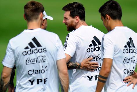 No hubo diversión ni festejos en la celebración del cumpleaños 31 de Lionel Messi en Rusia (video)