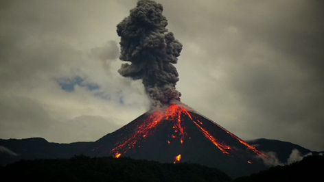 Revelan nuevo video de la erupción del volcán Reventador en los andes ecuatorianos (video)