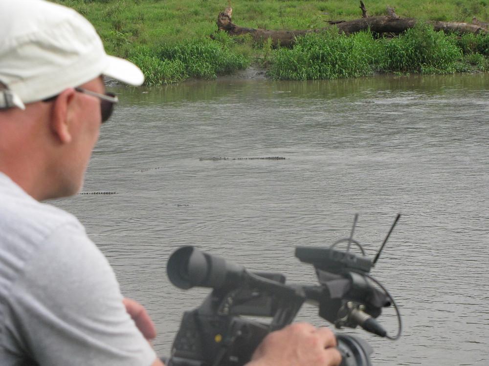 Grabando los cocodrilos gigantes del río Tarcolés