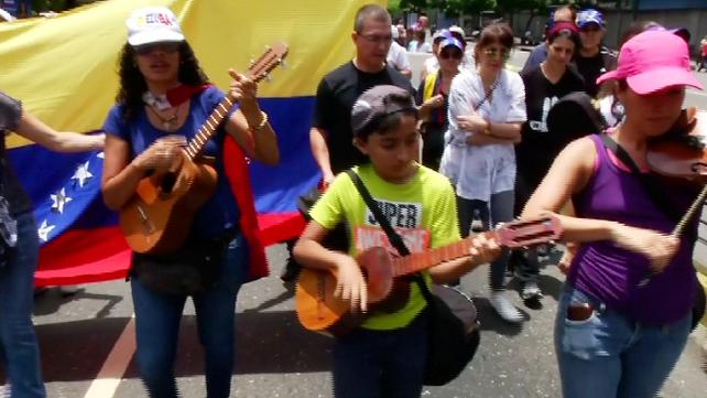 Músicos, artistas y pueblo protestan en Caracas contra el gobierno de Nicolás Maduro (video)