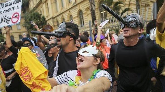 Samba, sudor y desenfreno en los carnavales callejeros de Rio de Janeiro