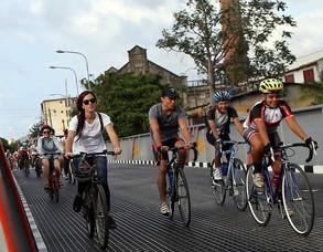 Bicicleteando por La Habana, o el renacimiento de la bicicleta en la Cuba castrista (video)