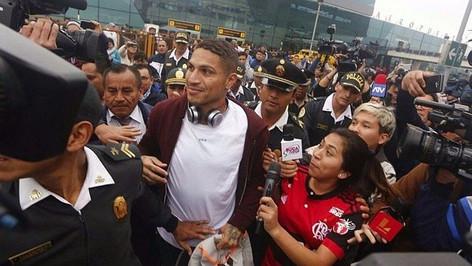 Paolo Guerrero critica a la Federación peruana de fútbol por mantener a los jugadores en un hotel de