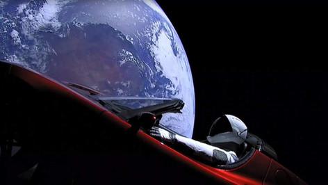 Tesla Roadster, el auto que Elon Musk puso en órbita en la prueba del Falcon Heavy (video)
