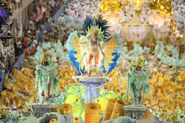 Primera noche de Carnaval de Rio, entre la samba y el color (video de las mejores escuelas y bailari