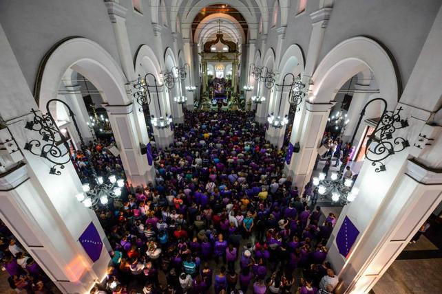 Misa termina en enfrentamientos entre chavistas y opositores en Basílica de Santa Teresa (videos)