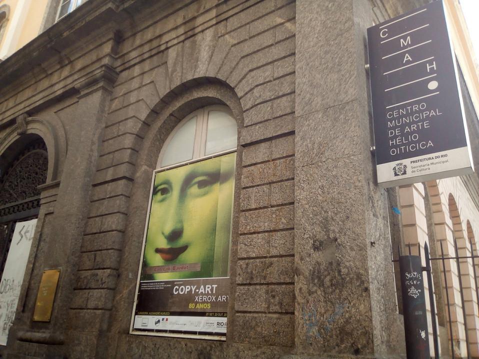 affichage et entrée du musée