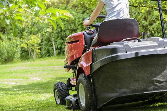 mowing-the-grass-1438159_1920.jpg