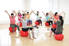 マタニティケア教室のバランスボールエクササイズ