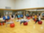 日産スタジアムの産後ケア教室:バランスボールエクササイズ