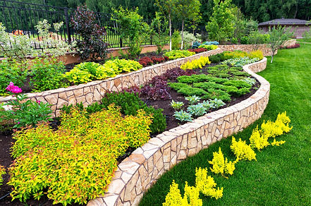 Natural%20landscaping%20with%20decorativ