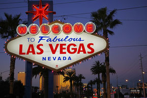 800px-Las_Vegas_Sign_Nightly.jpg