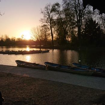 Daumesnil Lake at dawn