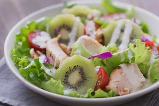 FarmTableが伝えるおいしいレシピ「キウイのパワーサラダ」
