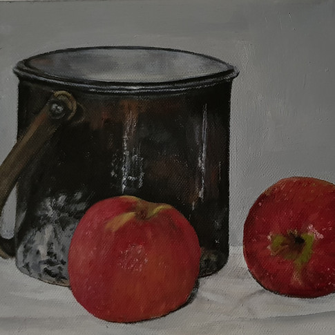 2 apples and a pot
