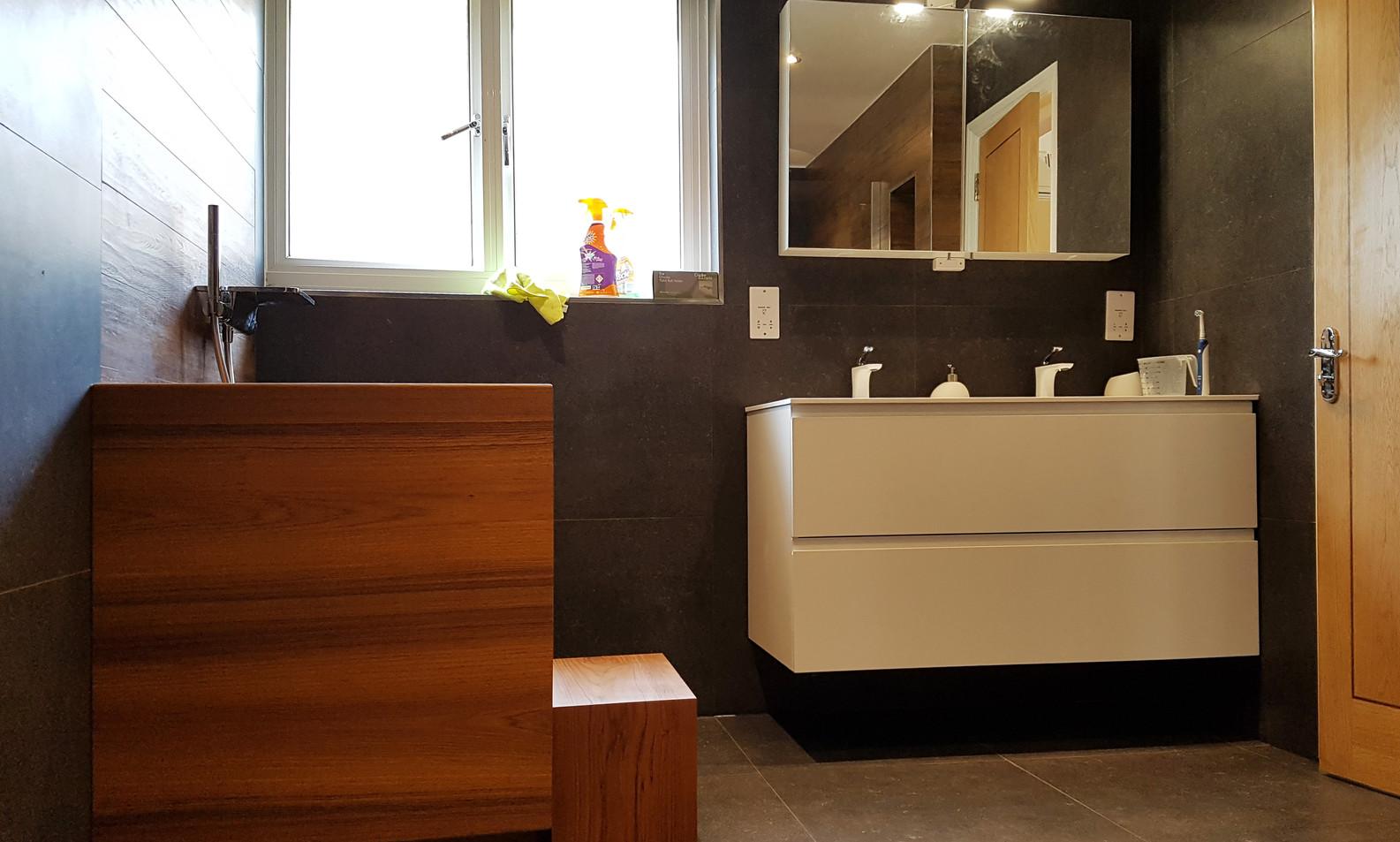 After bathroom_10 Beechwood Close01.jpg