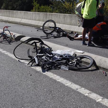 El conductor iba borracho: Un ciclista muerto, otro crítico y tres heridos graves