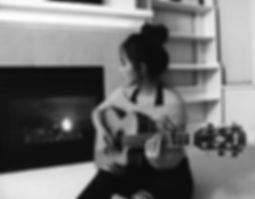 Nozomi Lyn Home Studio Guitar