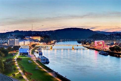 Blick-auf-Linz-Lentos-Donau-Ars-Electronica-Center-c-linztourismus-Johann-Steininger_edited.jpg
