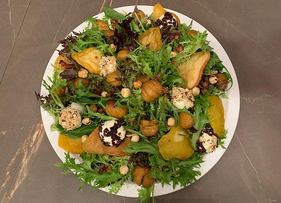 Salada de Natal - frisee, peras, castanhas portuguesas, chevre, avelas