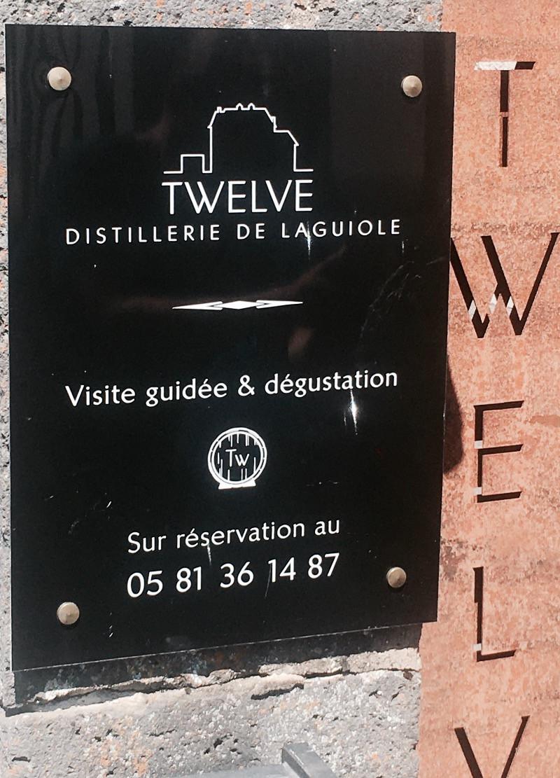 entrée de la distillerie Twelve en Aveyron
