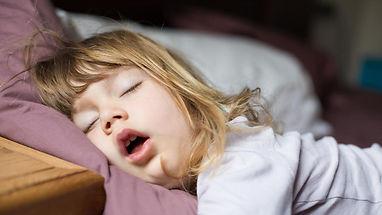 sommeil-enfant-nuit-fille-repos-fatigue-