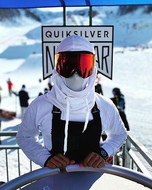 Haciendo deportes de invierno en rusia con un barbijo deportivo de naroo mask_mituha.jpg