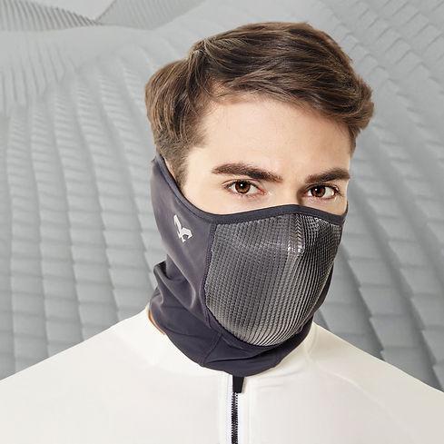 Mascarilla deportiva gris con tela x-fiber ideal apra hacer ejercicio en verano