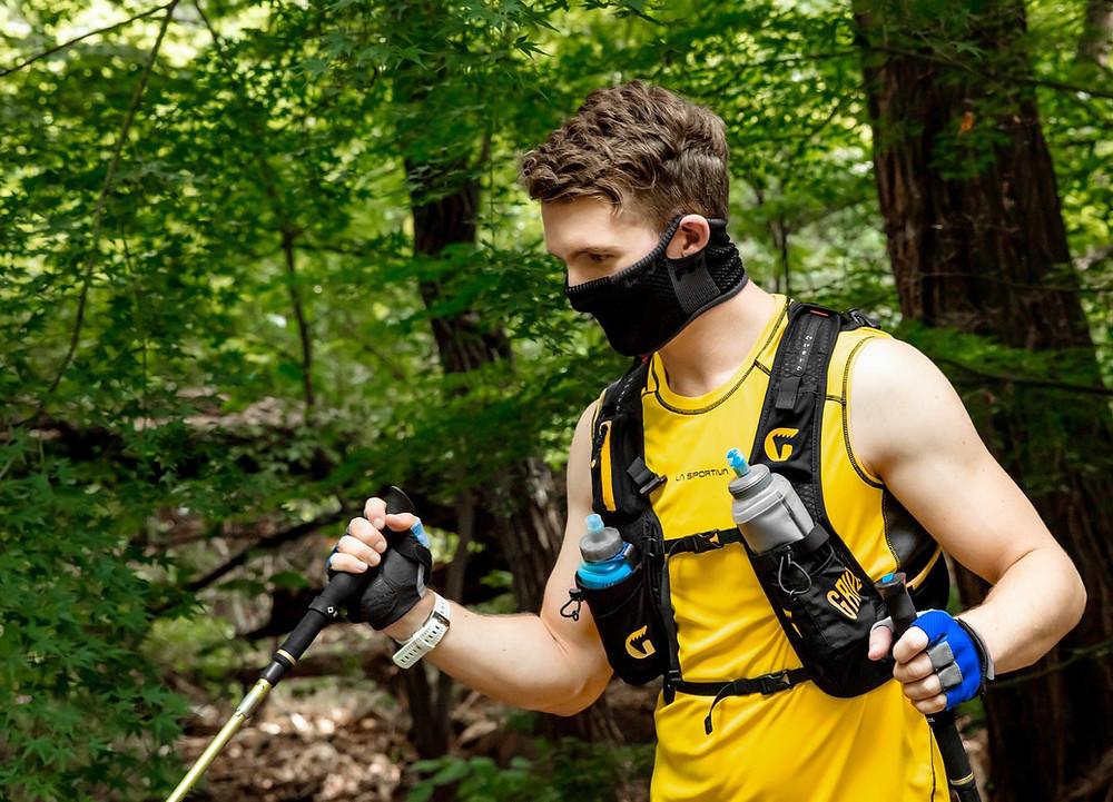 Modelo de barbijo para hacer deporte, hiking y montañismo en primavera o verano