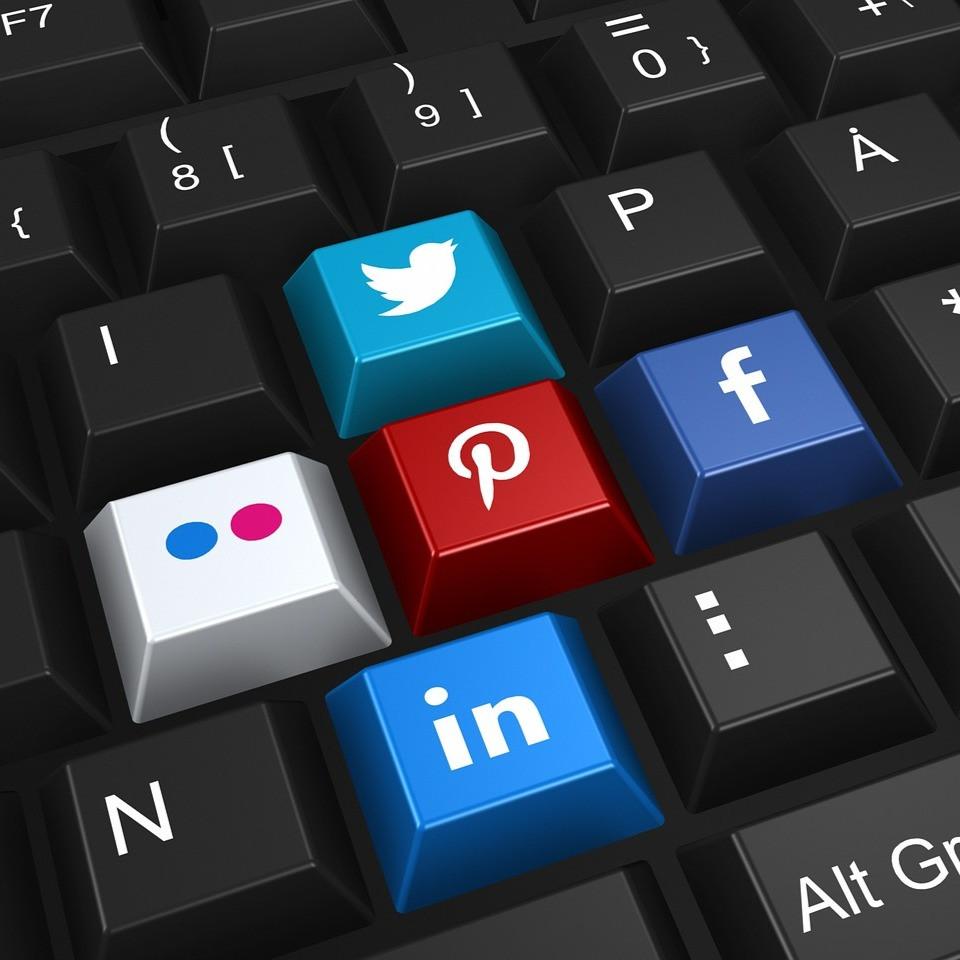 keyboard, social media, linkedin, facebook, twitter, pinterest