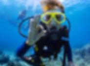 Ecole de plongée située au coeur du golfe de Saint Tropez. Sur la commune de Ramatuelle, au départ de la plage de Pampelonne. Venez apprendre la plongée dans les eaux cristalines des zones protégées du Cap Camarat. Vous en avez assez de vos guides de plongée ! ou bien tout simplement vous voulez visiter les fonds marins uniquement en compagnie de vos proches déjà brevetés autonome. Alors lancez vous dans cette qualification.    Durant 5 séances vous apprendrez toutes les ficelles de la plongée en autonomie: orientation, décompression et sauvetage seront au programme. Très rapidement, c'est vous qui prendrez les rennes de la palanquée. Si vous voulez faire de belles ballades, il faudra être bon élève et écouter les consignes pour trouver les endroits les plus poissonneux !    Une carte de certification vos sera remis à l'issue du stage et permettra donc de vous ballader entre plongeurs autonomes jusqu'à 20 mètres de profondeur.      