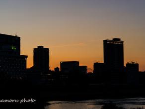 街と夕暮れ City and dusk.