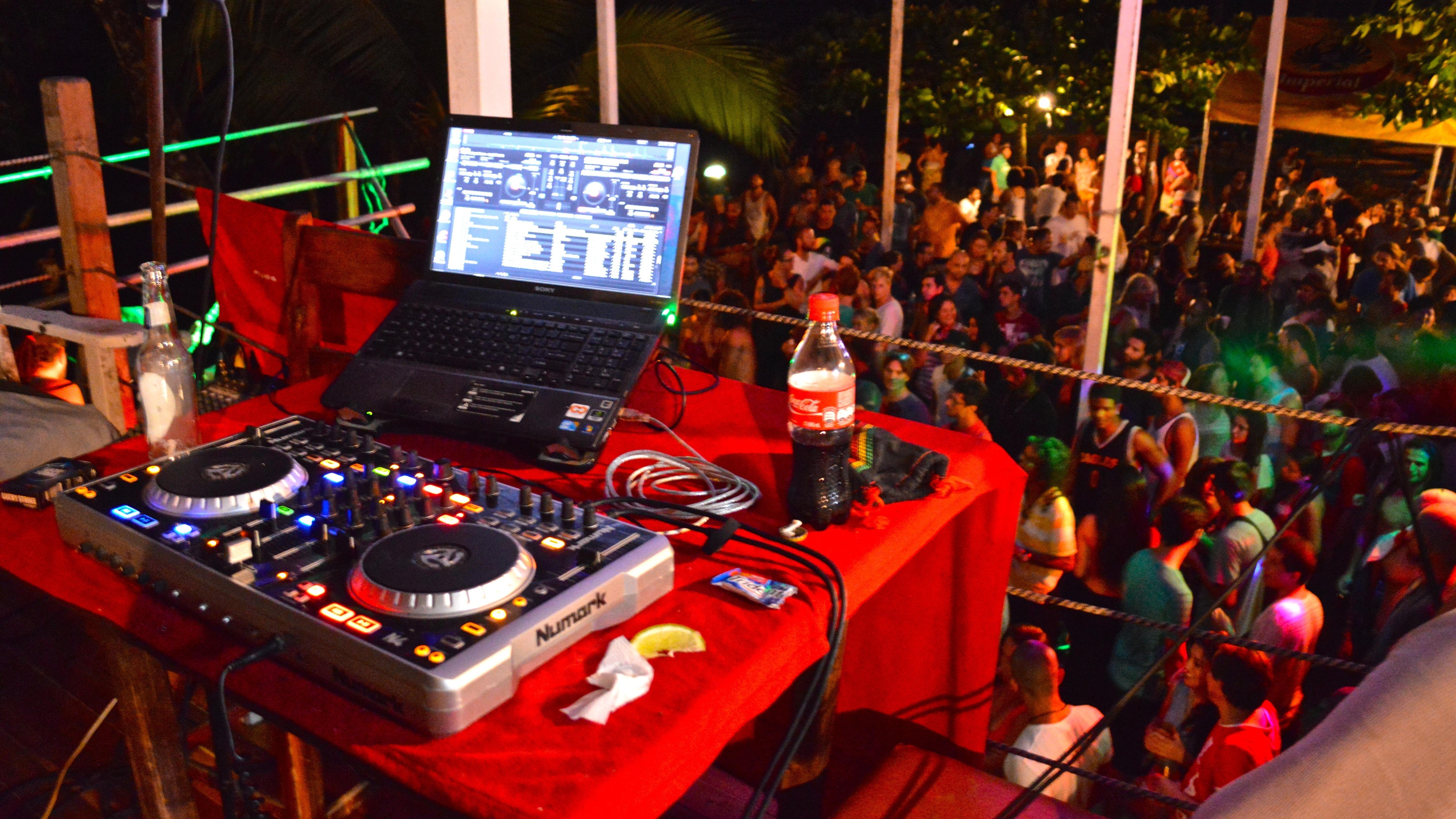 DJ Lion Lazy View