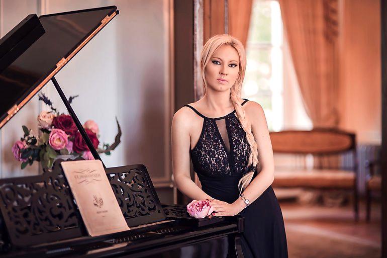 Dominika Zamara soprano Vivaldi Metal Project