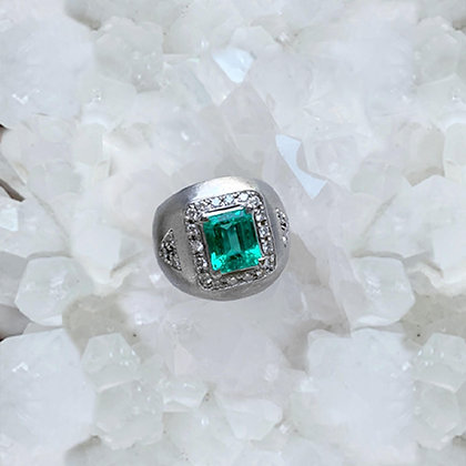 Colombian Green Emerald Ring