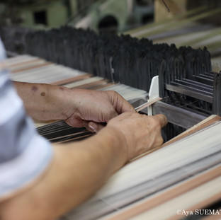 織物工場 経糸繋ぎ