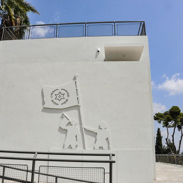 עיצוב תבליט לקיר החיצוני של  ׳הבית הגדול׳