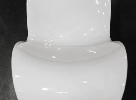 VOIDO di Magis: sedia a dondolo senza spigoli