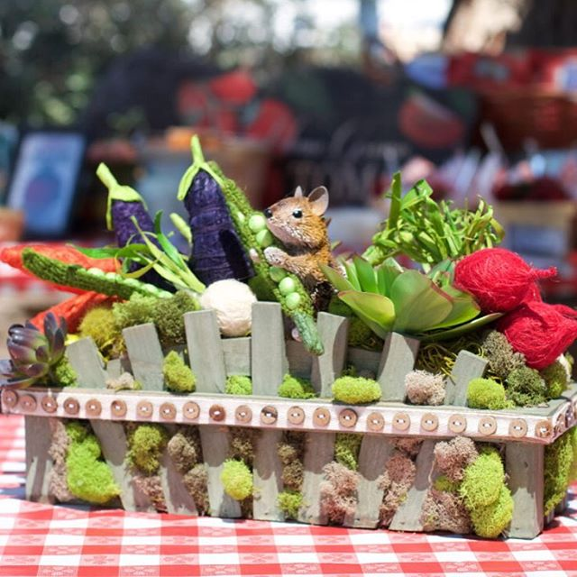 Love this adorable #table #decor #centerpieces at Aidan's #farmersmarket #theme #party