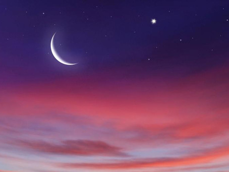 ☾  Lua  crescente  no  primeiro  dia  do  mês