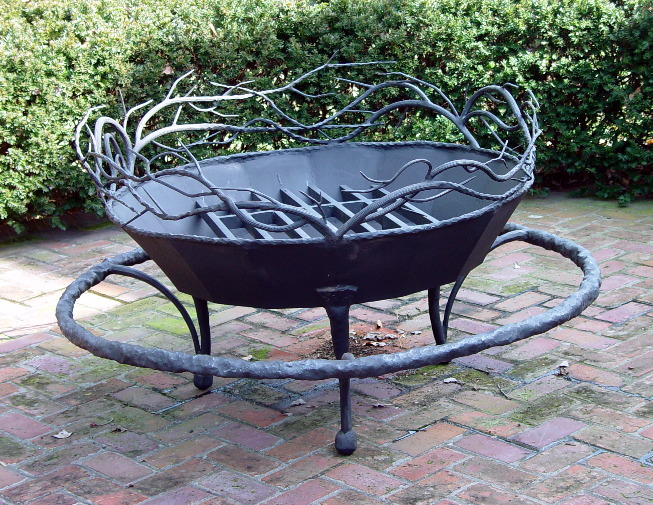 Kaviar forge fire pit