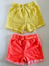 12-18m 2 x playwear shorts (yellow/orange)