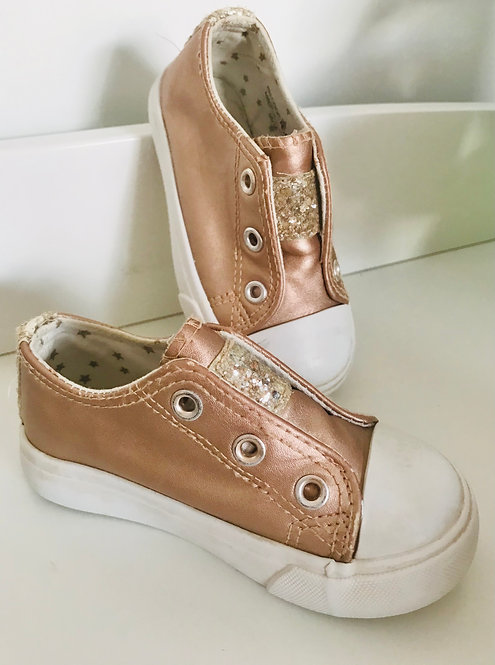 Size 6 glitter pumps