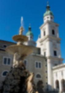Residenzplatz Salzbourg eglise et fontaine