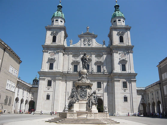 Residenzplatz Salzbourg Eglise intérieur