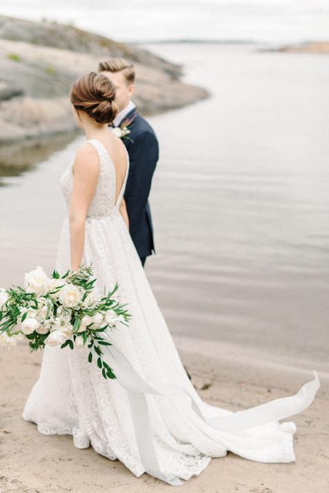 Seaside_Wedding_in_Suomenlinna,_an_edito
