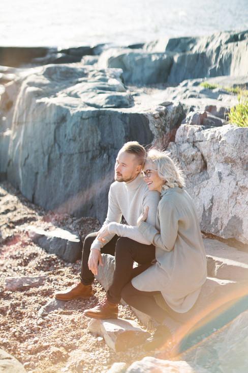 Windy_Seaside_Engagement_Shoot_in_Helsin