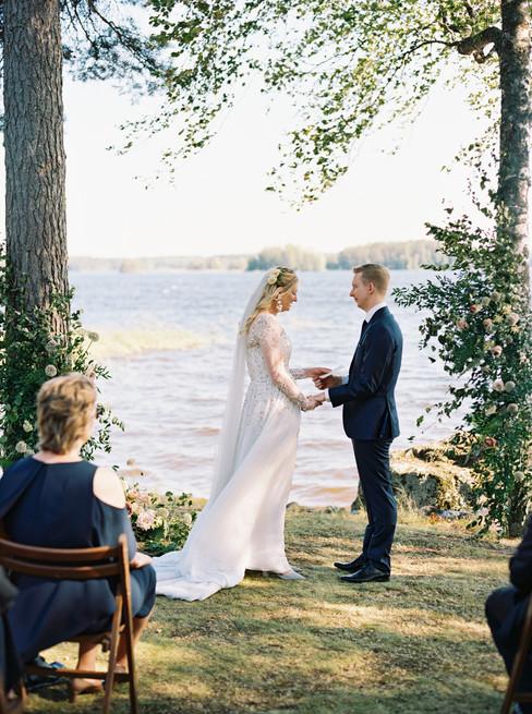 Windy_Seaside_Wedding_in_Maailmanlopunni